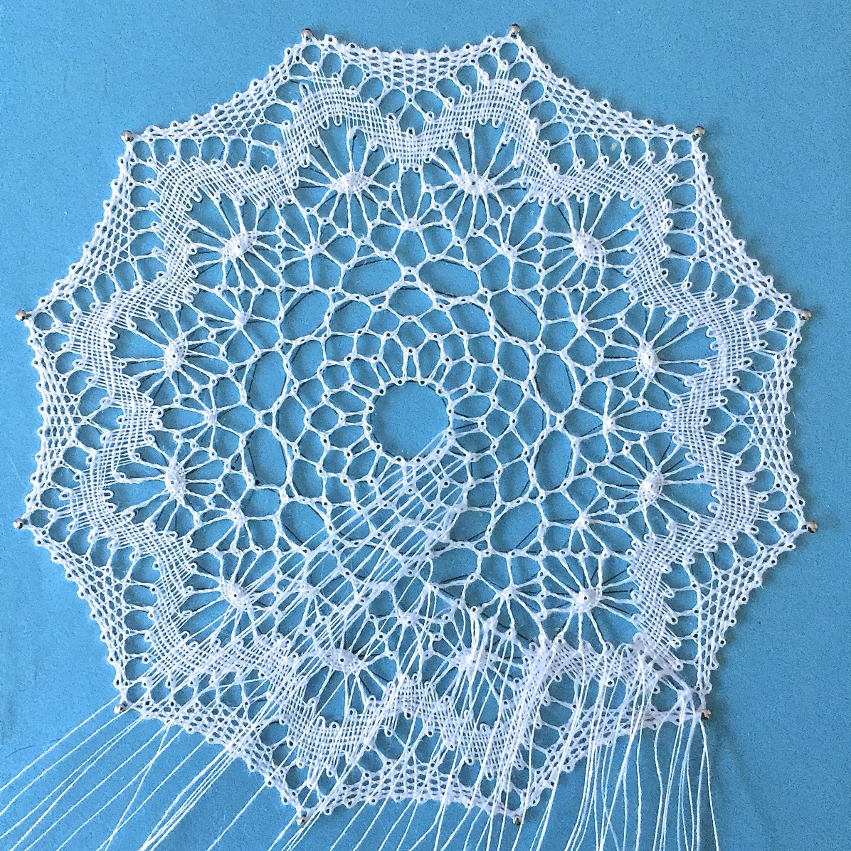 Torchon lace by Yvette. Pattern designed by Annie Vancraeynest